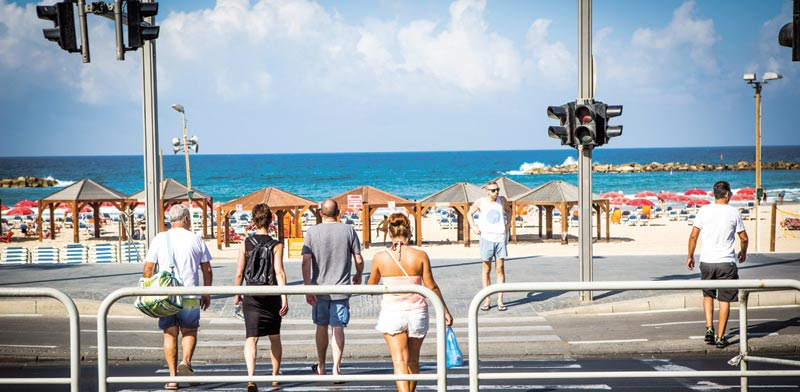 Tourists in Tel Aviv Photo: Shlomi Yosef