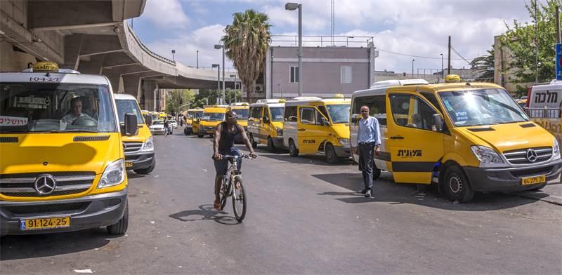 Share taxis Photo: Salvador Aznar Shutterstock